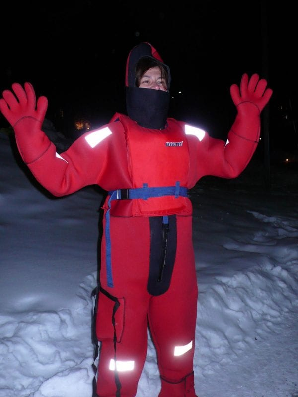 Surviving in the ice traje