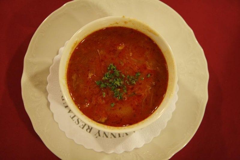 Plato de sopa típico en la República Checa