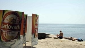 playa de hormigón en Opatija