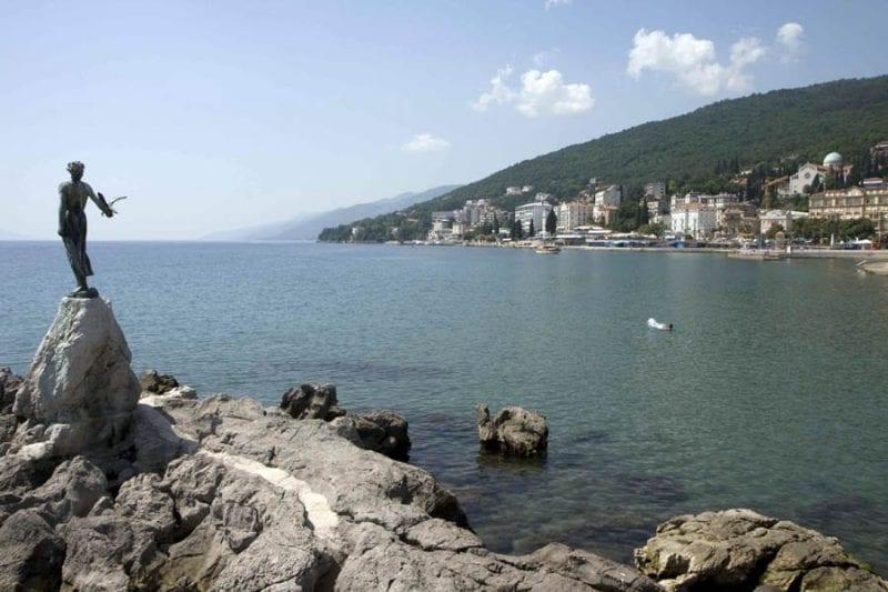 Panorámica de la costa de Opatija