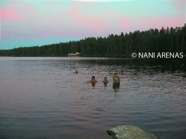 Baño de media noche en Finlandia