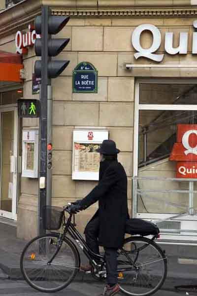 Paris bicicleta campos eliseos