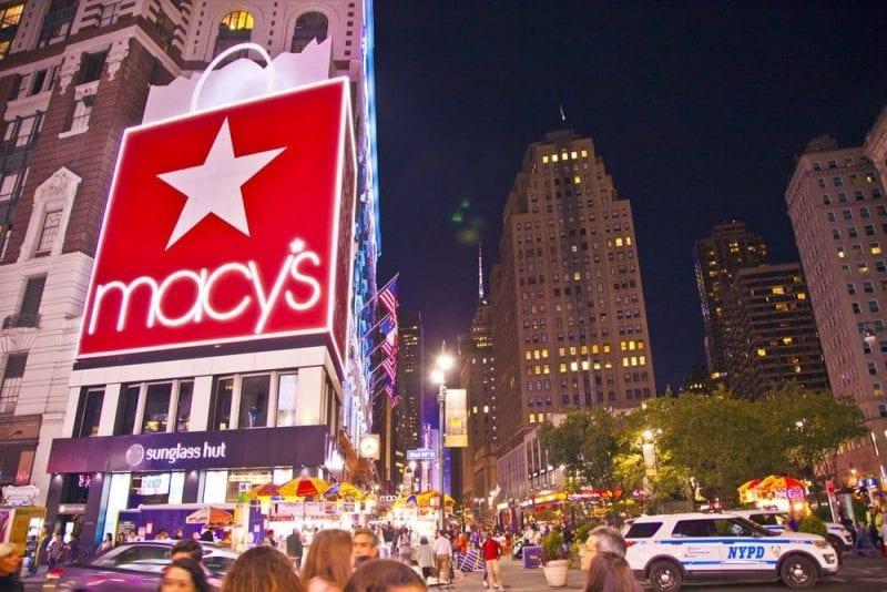 Miles de personas viajan a Nueva York para ir de compras