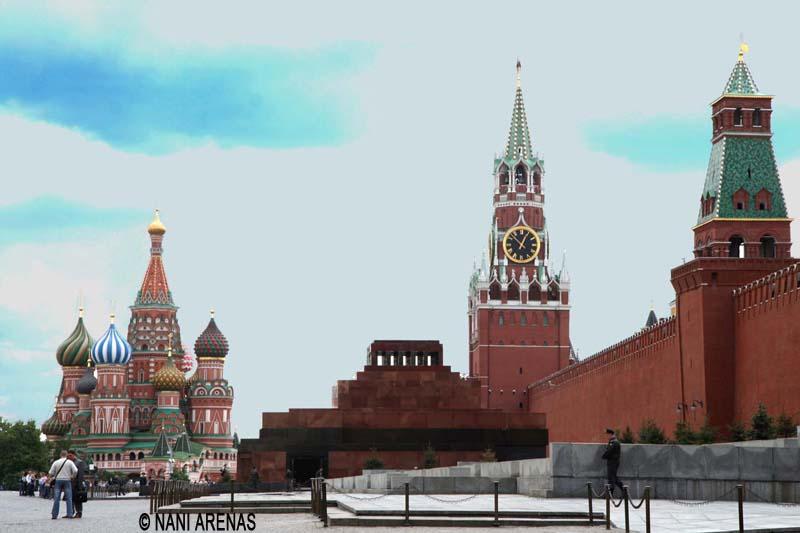 Mausoleo de Lenin con la catedral de San Basilio al fondo