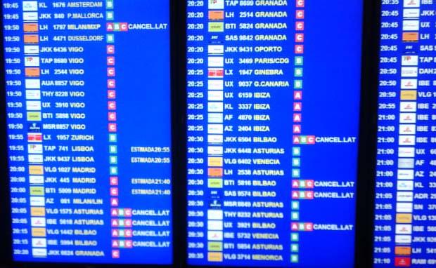 Panel de vuelos del aeropuerto BCN