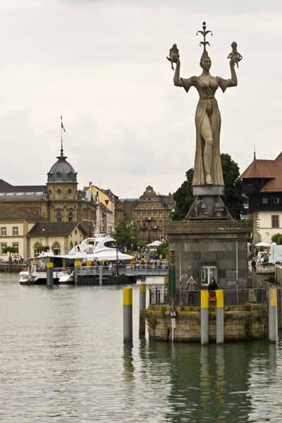Escultura de Imperia en el lago Constanza