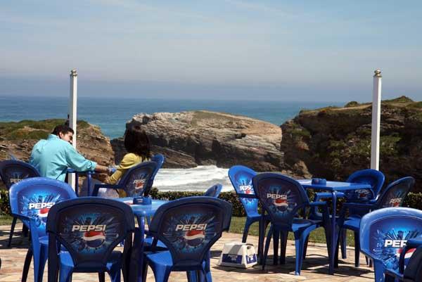 Terraza ante la la Playa de las Catedrales