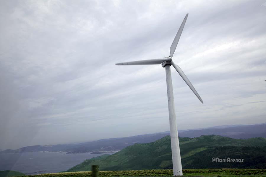 La zona está llena de molimos de viento generadores de energía eólica
