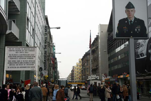 Checkpoint Charlie panorámica