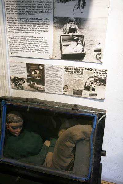 Detalle de como escapaban de la DDR en el museo del muro