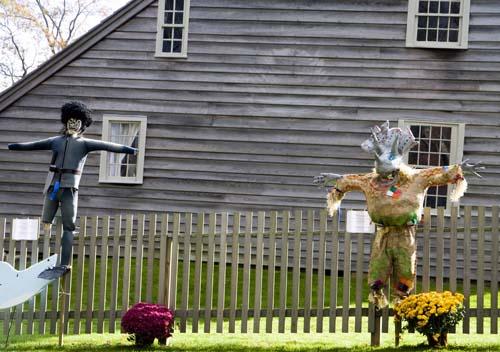 Monstruos en la verja de una casa en los Hamptons, en Nueva York