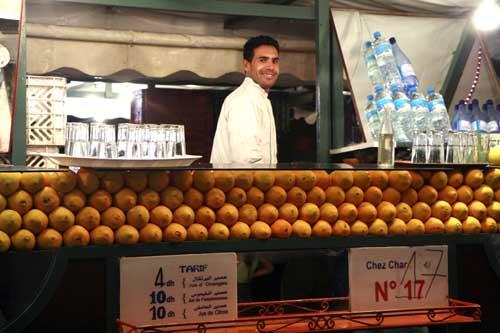 Marrakech plaza Jemaa el Fna naranajs la viajera blog