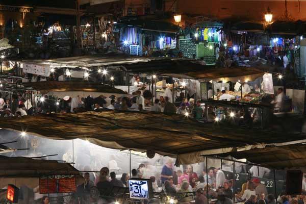 Detalle de los puestos en la plaza de Jmaa el Fna de Marrakech