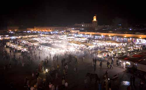 Vista de la plaza de Jemaa el Fnaa al anochecer