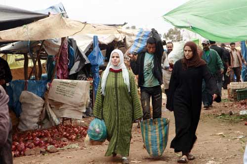 Mujeres en un mercado bereber en una aldea en el Atlas, Marruecos