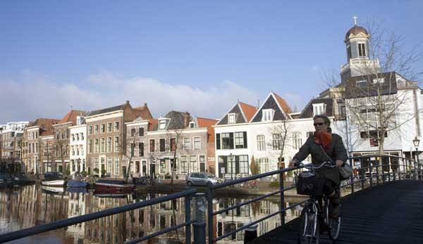 Vista de uno de los canales de Leiden