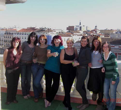 Grupo de Focus On Women en el balcón de la puerta del sol donde se dan las campanadas