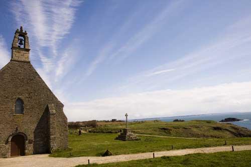 Bretaña ermita de Saint Mathieu con su cruceiro