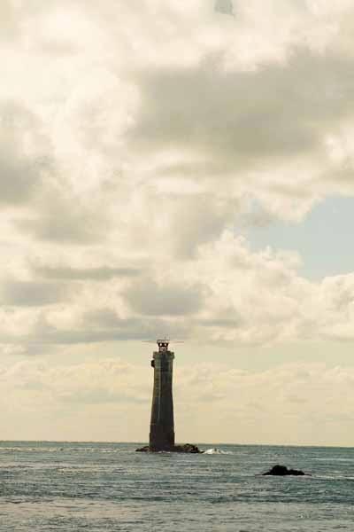 El faro de La Jument en la isla de Ouessant en Francia