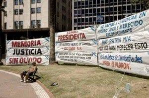 Buenos Aires pancartas Plaza de Mayo blog
