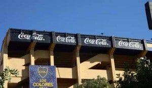 Buenos Aires Estadio Boca Juniors la Bombonera carteles cola cola la viajera blog