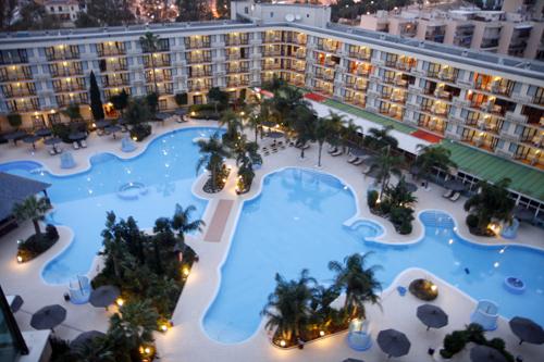 Malaga hotel melia principe instalaciones for Piscina torremolinos