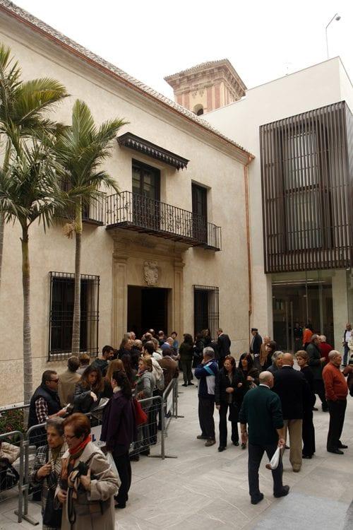Colas para entrar en el museo Carmen Thyssen de Málaga