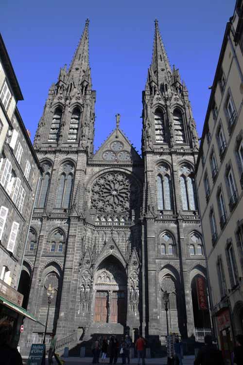 Fachada de la catedral de Clermont-Ferrand