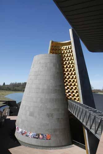 El cono de Vulcania es su elemento arquitectónico mas representativo