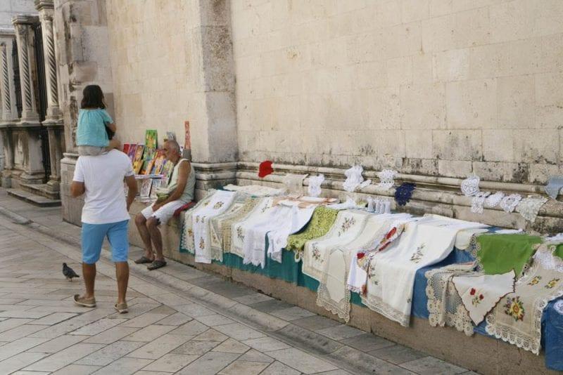 Calle con manteles en Zadar