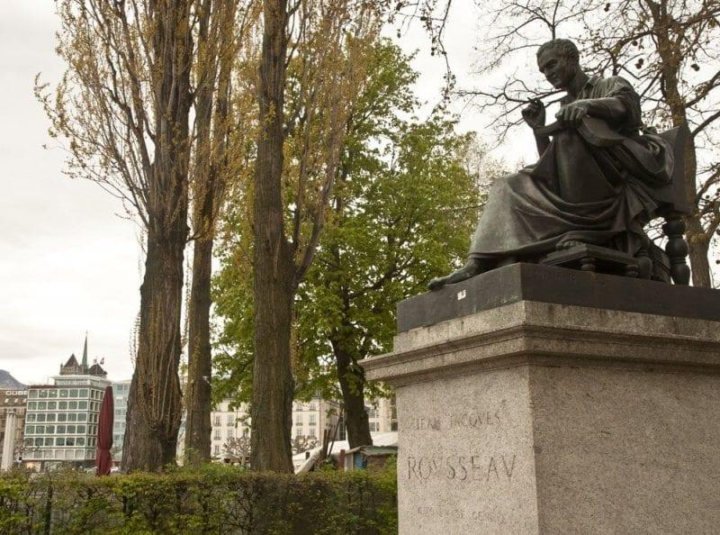 Escultura a Rousseau
