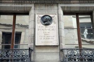 se puede visitar la casa natal de Rousseau en el 40 Grand Rue, cerca del Ayuntamiento