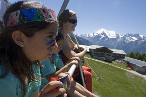 Vistas de los Alpes desde el telesilla en verano