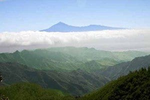 Panorámica de La Gomera con el Teide al fondo