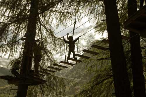 Suiza Saas Fee tirolina adventure forest