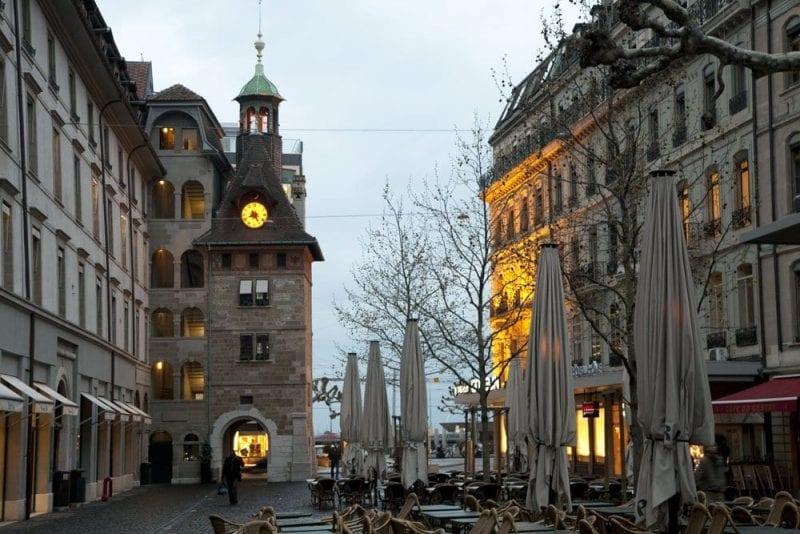 Imagen nocturna del centro de Ginebra