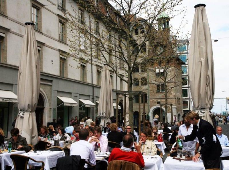 Terraza en la Place du Molard de Ginebra
