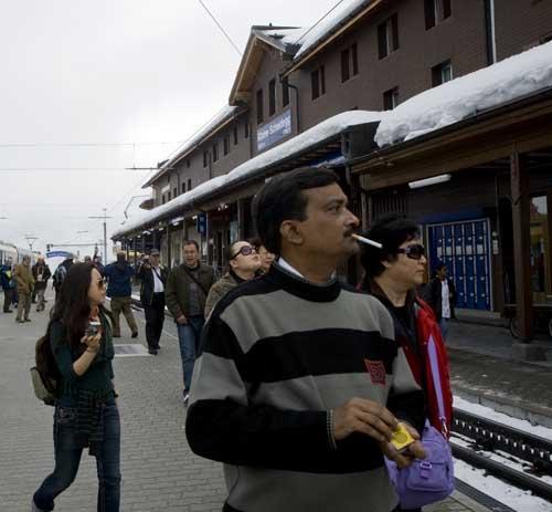 Suiza turistas indios estación Grindelwald