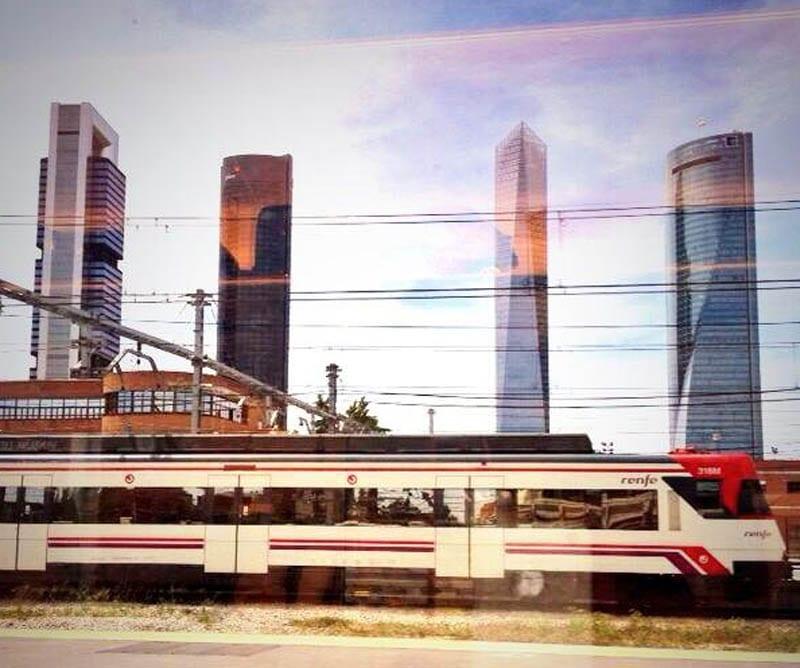 Vistas de las torres de Madrid desde el tren