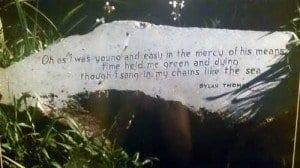 verso famoso de Dylan Thomas
