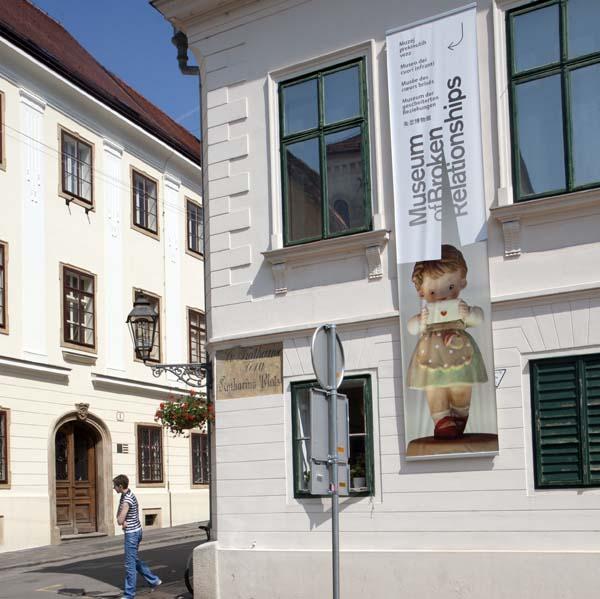 Fachada del Museo de los corazones rotos, en Zagreb