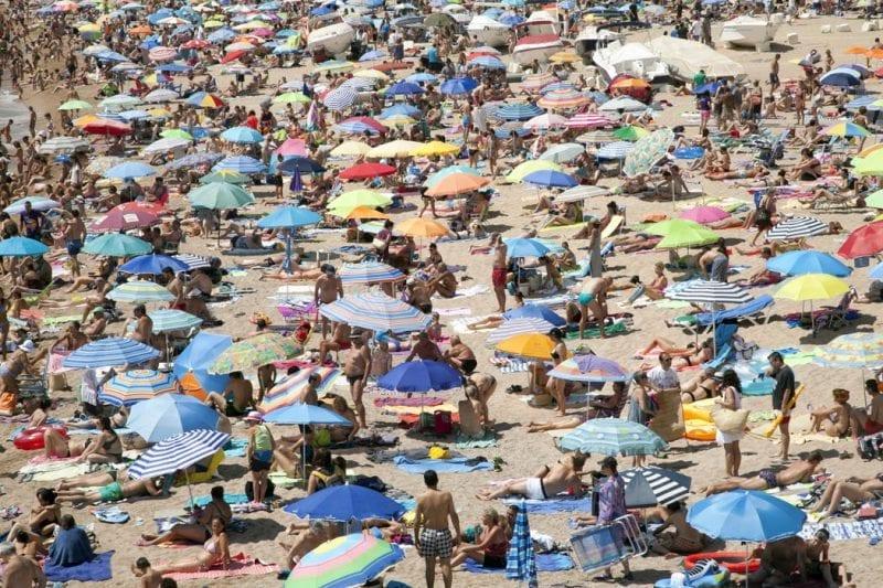 """Destinos como la Costa Brava colgaron este verano el cartel de """"completo""""."""