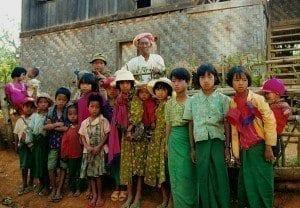 Niños en un pueblo de Birmania