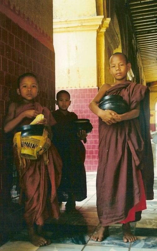 Niños monjes birmanos