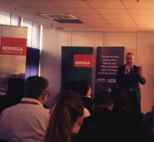 Luca Bocci durante su presentacion sobre la blogosfera en Fitur 2014