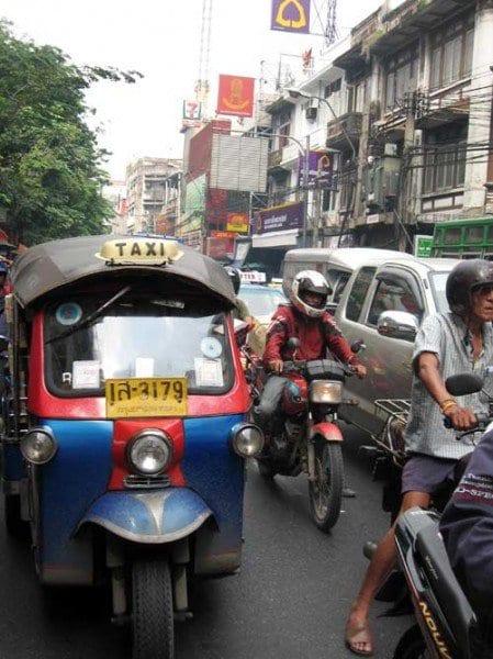 Tuk tuk en las calles de Bangkok