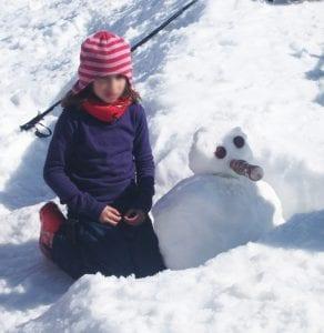 Hacer un muñeco de nieve siempre es divertido