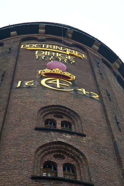 El C4, es el símbolo del rey Christian IV de Dinamarca