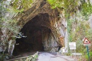 Entrada a la Cuevona de Cuevas