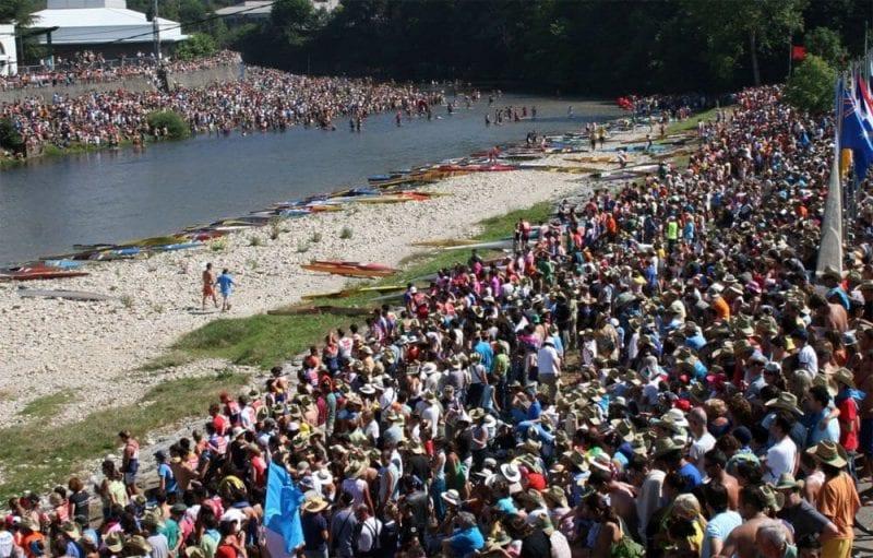 Durante los días del descenso, Ribadesella se llena de gente